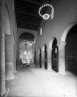 La navata centrale della medioevale chiesa parrocchiale di Pieve di Coriano.